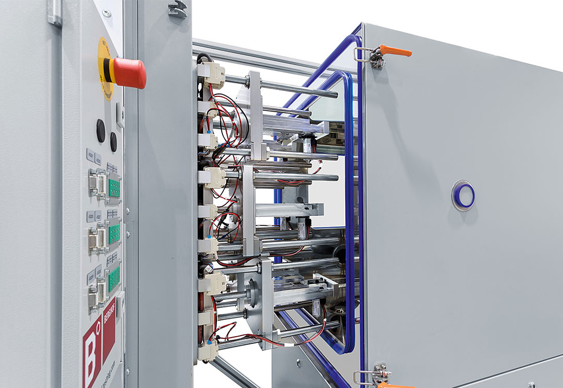 Endurance test system for up to six spindle motors - with climatic chamber
